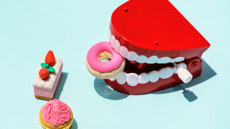 REDUCE_SUGAR_IN_YOUR_DIET_AND_SAVE_YOUR_TEETH_IN_5_EASY_WAYS